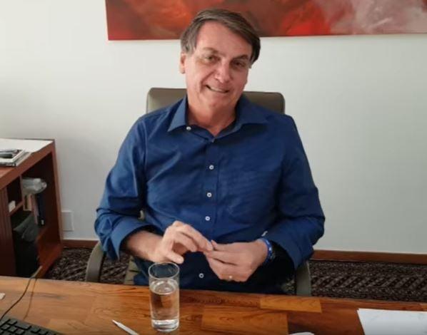 Em vídeo publicado no Facebook, Bolsonaro usa e recomenda hidroxicloroquina