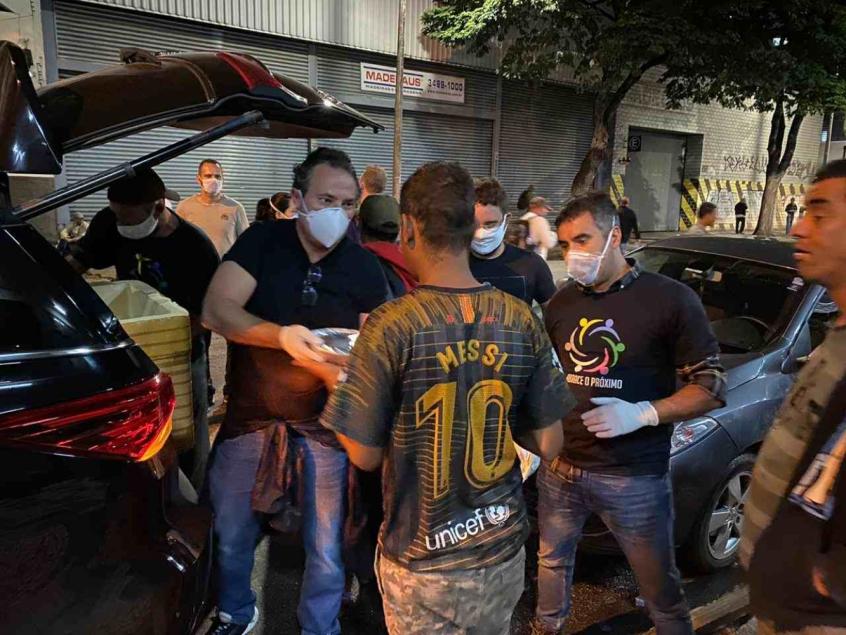 Crédito: Alexandre Mattos distribuiu marmitas pessoalmente nas ruas de Belo Horizonte há três meses (Divulgação