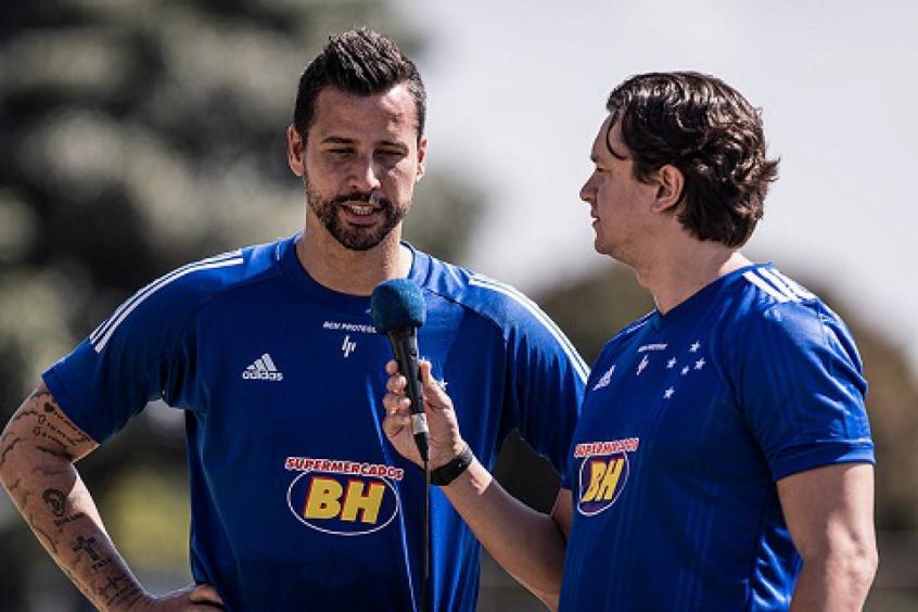Crédito: Sérgio Rodrigues, à direita, tem usado suas lives para fazer comunicados direcionados diretamente ao torcedor da Raposa-(Gustavo Aleixo/Cruzeiro