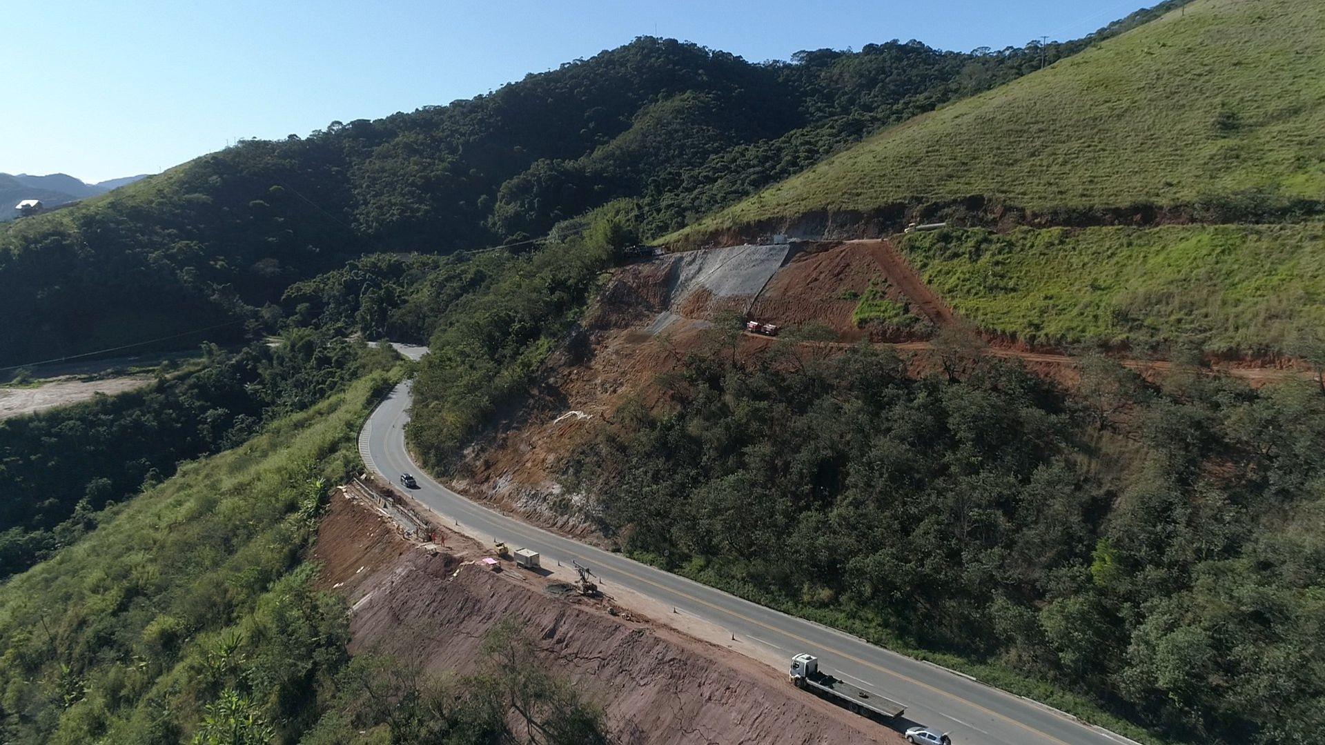Intervenções emergenciais de recuperação de trechos, na BR 262, são realizadas para solucionar estragos feitos pelas chuvas em 2020