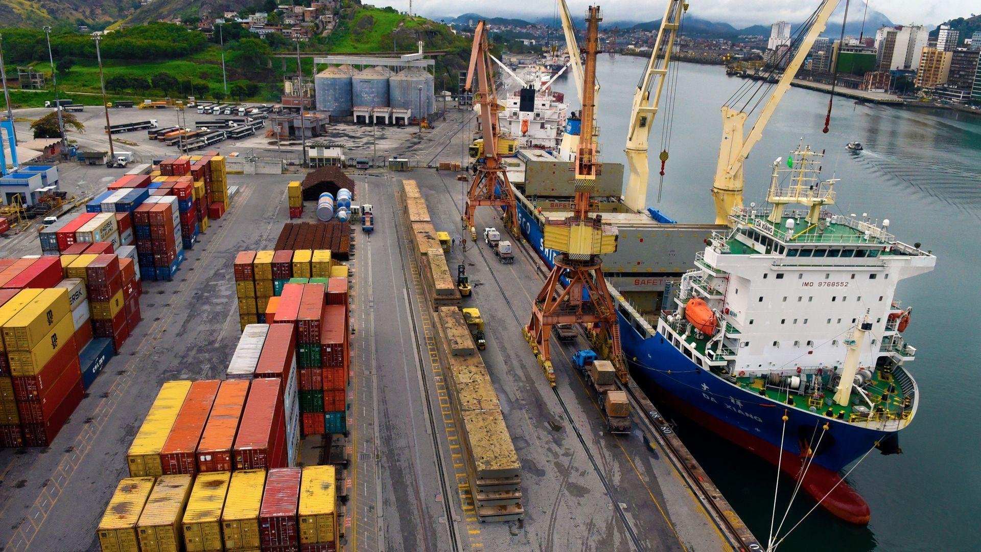 O Terminal Portuário de Vila Velha (TVV), único terminal de contêineres do Estado, é administrado pela empresa Log-in Logística.  Por lá passam eletrodomésticos, insumos para a indústria de mineração e siderúrgica, e outros.