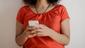 As mulheres podem denunciar as agressões sofridas à Defensoria Pública por meio do celular