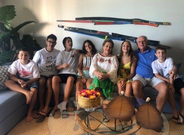 Helvia e Marcos Abaurre com os netos Tomás, Lucas, Malu, Maitê e Pedro