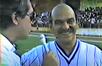 Lima Duarte entrevista em Alegre durante partida de futebol entre o time Caiçara e artistas da Globo, em 1983