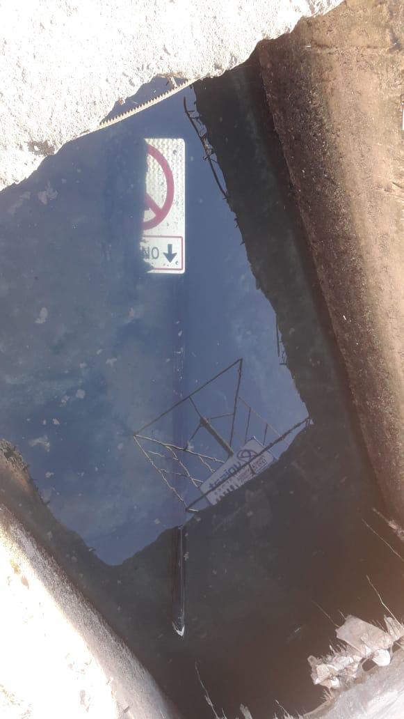 Placas vandalizadas no bairro Jardim América, em Cariacica