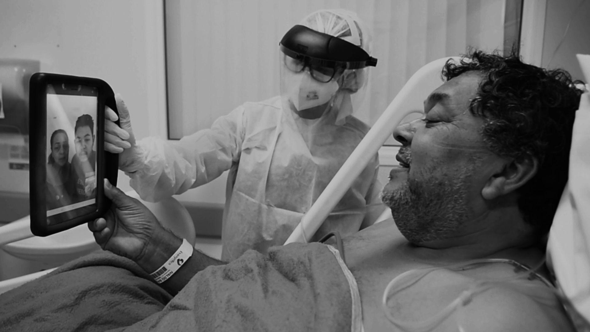 O seu Ilvaldo Balbino da Silva durante a Visita Virtual. Na foto, a reportagem acompanha o bate-papo