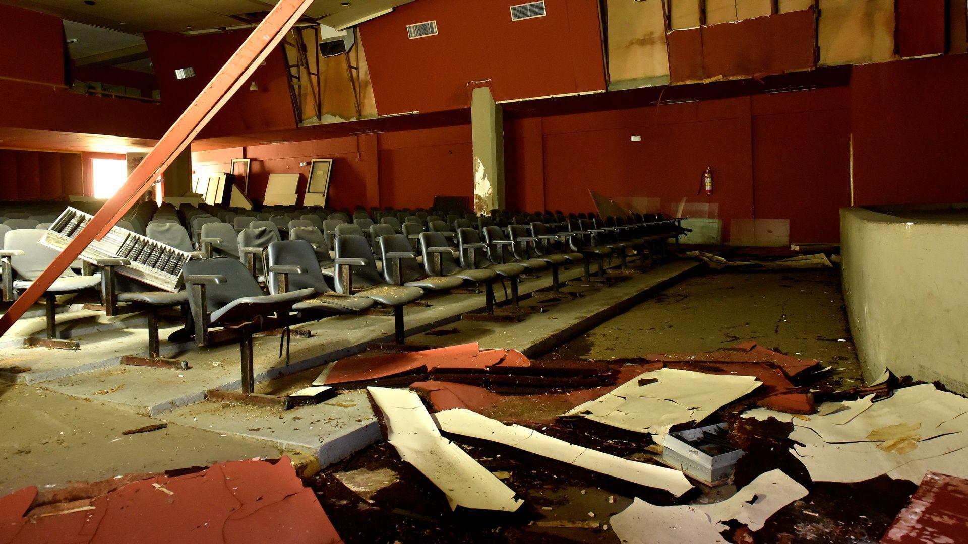 Cultura do abandono, Teatro Carmélia M. de Souza