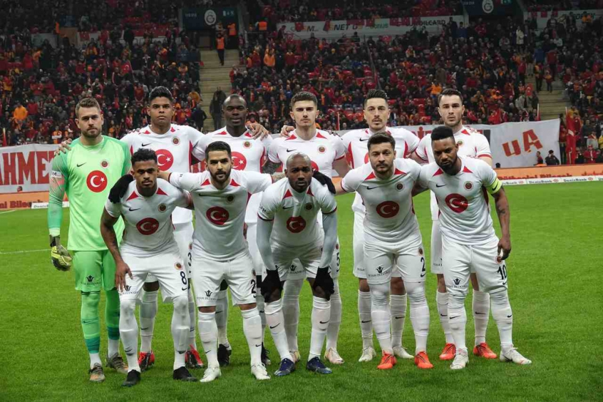 Crédito: Fabrício Baiano está fazendo sucesso no futebol turco (Divulgação