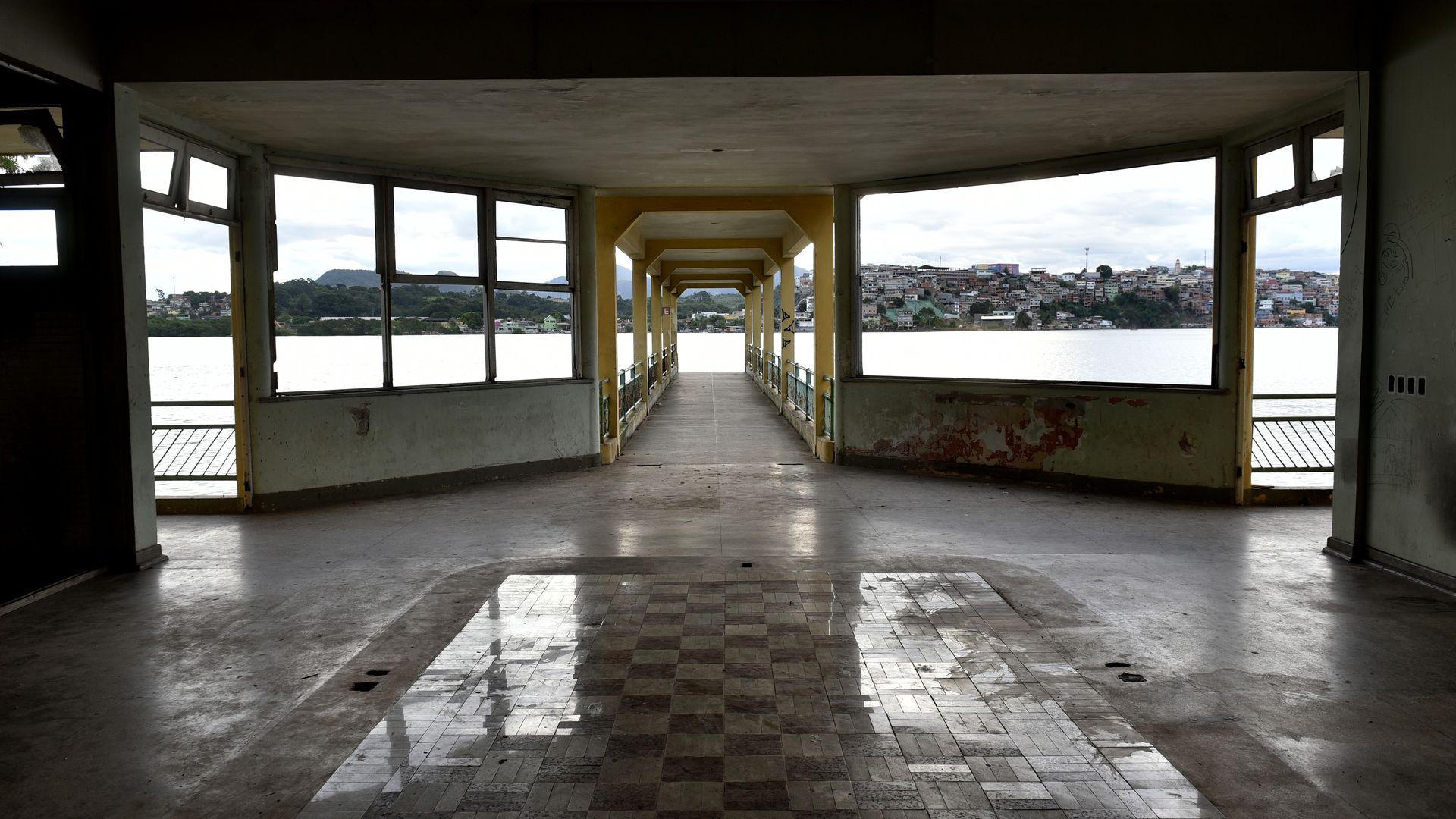 Prédio do Cais do Hidroavião, o primeiro aeroporto do Estado, encontra-se abandonado