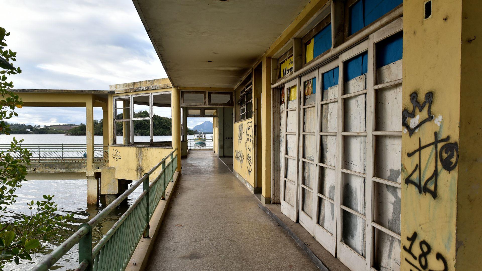Prédio do Cais do Hidroavião encontra-se abandonado