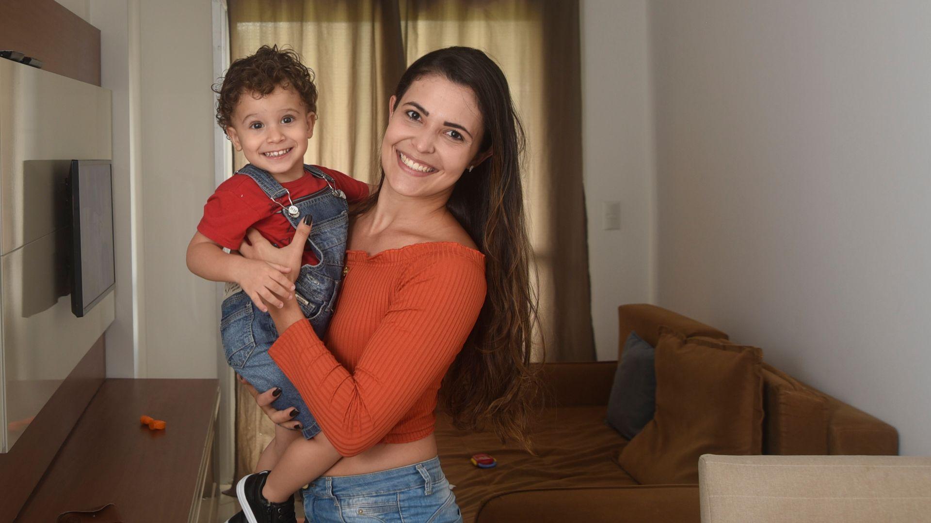 Anne Jardim, de 24 anos, tem um filho de 2 anos e volta ao trabalho com jornada reduzida