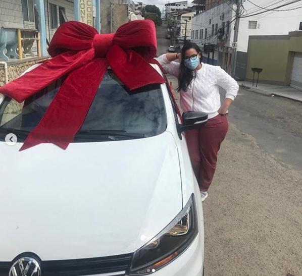 A médica Paloma Alves dos Santos publicou a conquista do primeiro carro há cerca de dois meses nas redes sociais