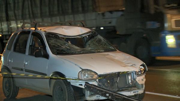 Carro ficou com a frente destruída depois de atropelar homem na BR 262