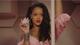A cantora Rihanna assina a marca de produtos de beleza Fenty Beauty