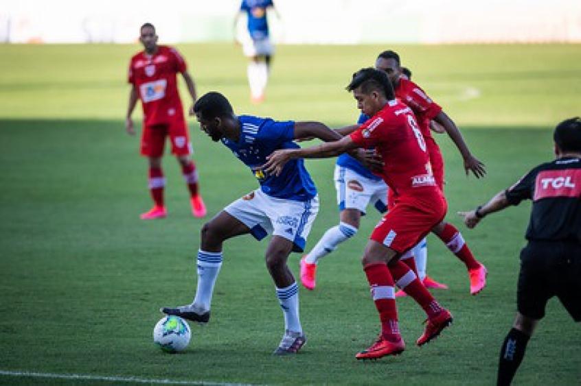 Crédito: Um Cruzeiro sem criatividade não conseguiu superar a marcação do CRB-(Bruno Haddad/Cruzeiro