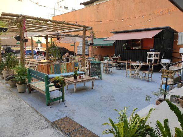Μπαμπού, προσαρτημένο στην αυλή του καφέ μπαμπού στο Priya do Canto