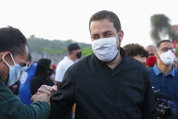 Lideranças comunitárias trocam PT por Boulos em SP | A Gazeta