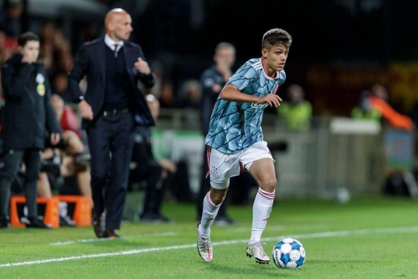 Crédito: Giovanni Manson tem tido um bom início individual no Ajax B (Ajax/ Divulgação