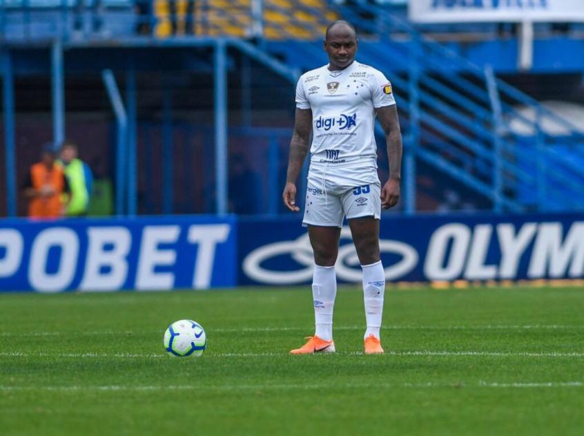 Crédito: Sassá não tem definido o seu futuro, mesmo voltando ao Cruzeiro depois do empréstimo ao Coxa-(Reprodução/Twitter