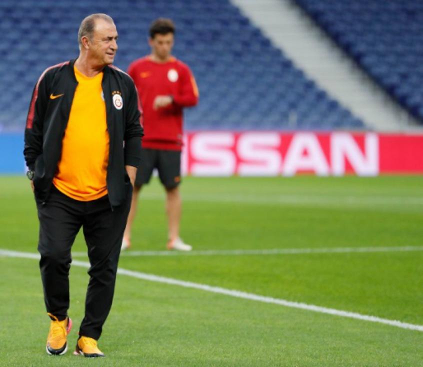 Crédito: Fatih Terim, treinador do Galatasaray, não conseguiu fazer o seu time vencer a marcação do Fener (Reprodução