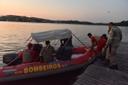 Bote do Corpo de Bombeiros na Baía da Vitória