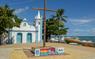 Praia do Forte é ponto característico do litoral bahiano. Crédito:  Shutterstock.com