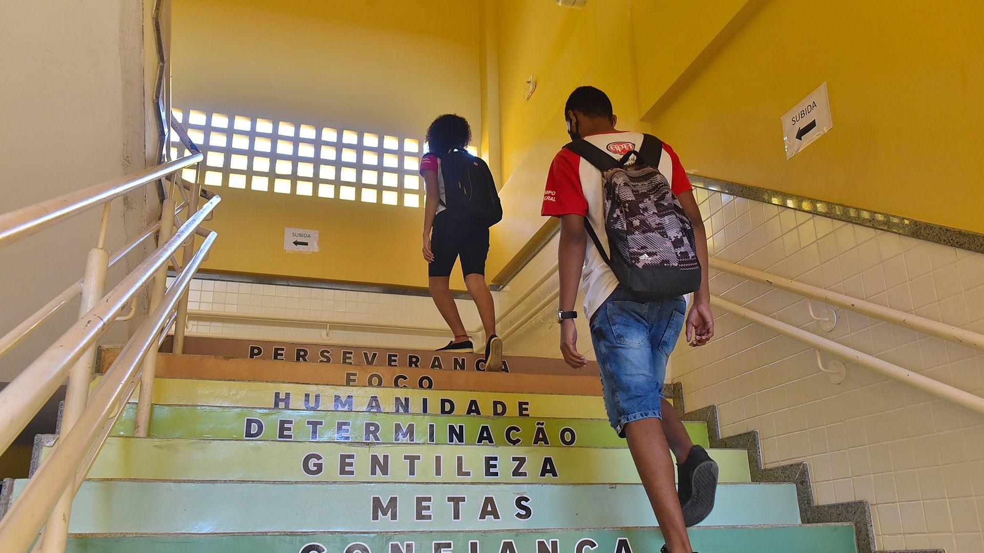 Escolas vivem novos tempos, com estudantes tendo que se adaptar