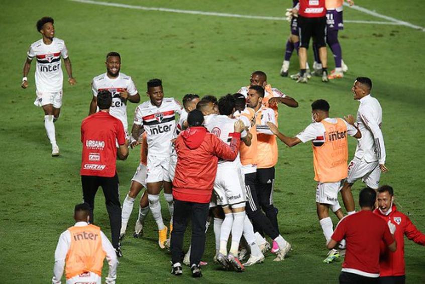 Crédito: Time conseguiu classificação para as quartas nos pênaltis, com defesa de Volpi (Fotos: Paulo Pinto / saopaulofc.net