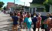 Procura por marcação de consultas faz fila dobrar o quarteirão no bairro Vale Encantado, em Vila Velha