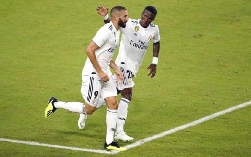 Benzema pode ter criticado Vinícius Júnior no intervalo da partida contra o Monchengladbach. Crédito: Real Madrid/Divulgação