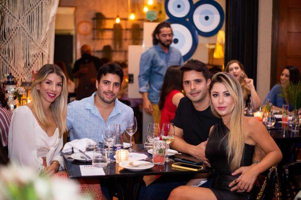 Os irmãos Felippe e Fred Oliveira com as amadas Sarah Esteves e Yasmin Moyses