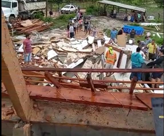 Prédio onde restaurante funcionava, em Itapemirim, desabou devido à chuva