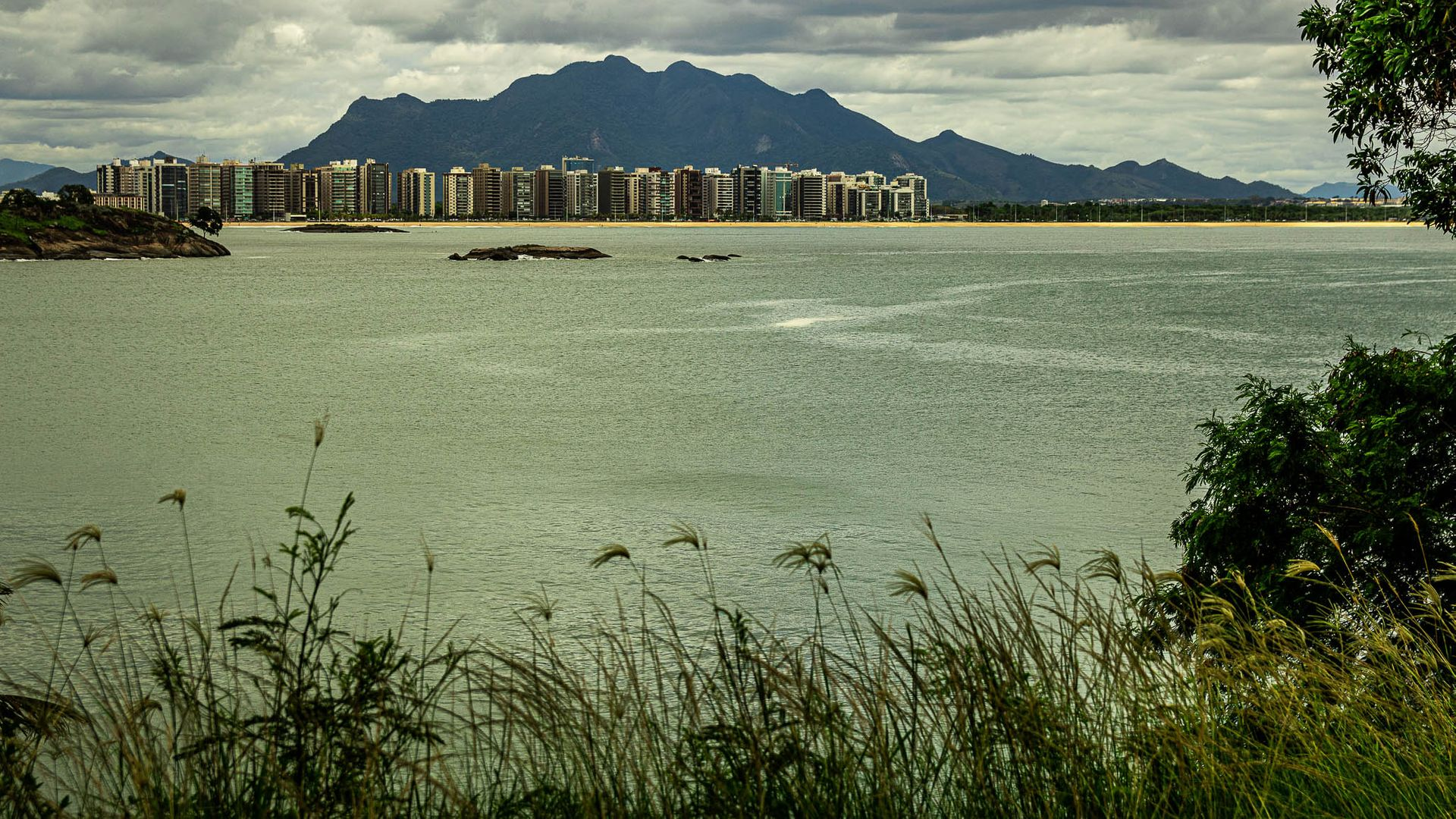 Vista de Vitória pela Ilha do Frade, bairro com maior renda média da Capital capixaba