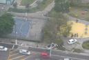 Imagem mostra que veículos invadiram espaço da Praça do Cauê, em Vitória, após acidente