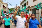Paulo Cola (Cidadania), de branco, ao lado do vice, Pastor Ezequias (PMB): chapa eleita em Piúma