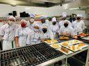 Além dos aspectos técnicos, os alunos do IGA também aprendem o básico de alguns idiomas como francês, italiano e inglês, para que não errem a pronúncia dos pratos e ingredientes