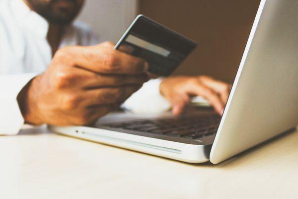 Consumidor que não tinham hábito de comprar pela internet utilizaram a modalidade durante a pandemia