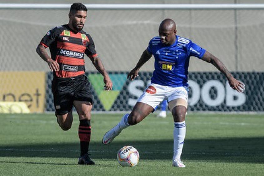 Crédito: No turno, a Raposa não conseguiu vazar a defesa dos paulistas e se complicou na Série B, ficando longe do acesso-(Bruno Haddad/Cruzeiro