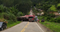 Carreta ficou atravessada na ES 166, interditando a via em Venda Nova do Imigrante. Crédito: Internauta