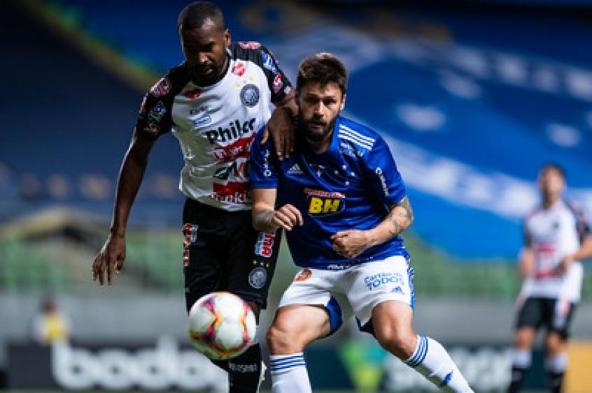Crédito: A vitória sobre o Operário-PR, com um golaço de Sobis, deixou a Raposa sem risco de queda para a Série C-(Bruno Haddad/Cruzeiro