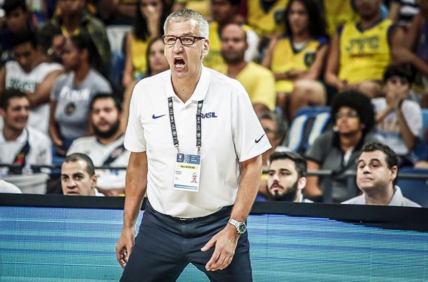 Crédito: O croata Aleksandar Petrovic é o técnico da seleção brasileira de basquete desde 2017. Divulgação/FIBA