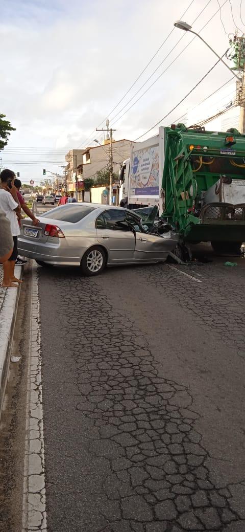 Acidente aconteceu na Avenida Abdo Saad, na Serra