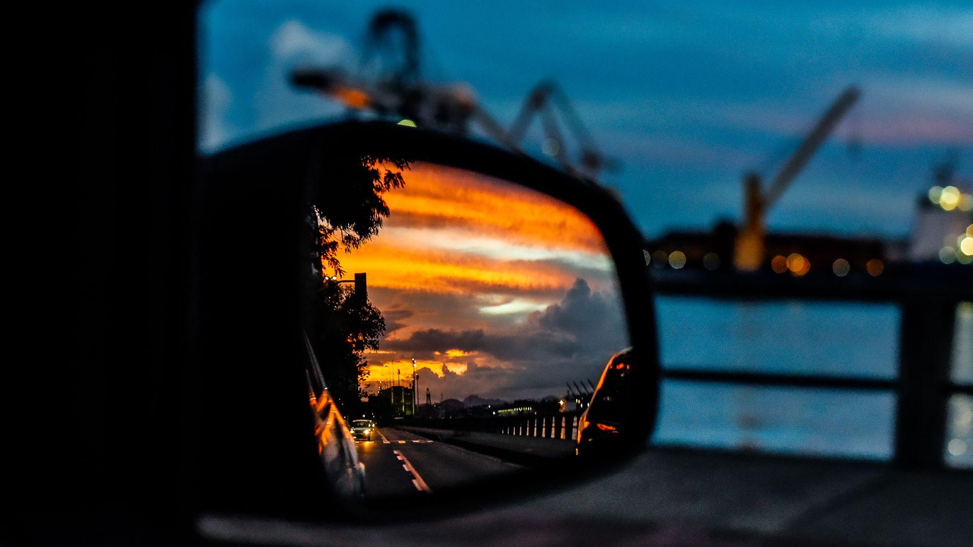 28/02/2021 - Pôr do sol com cores intensas na avenida Beira Mar em Vitória fecha o mês de fevereiro