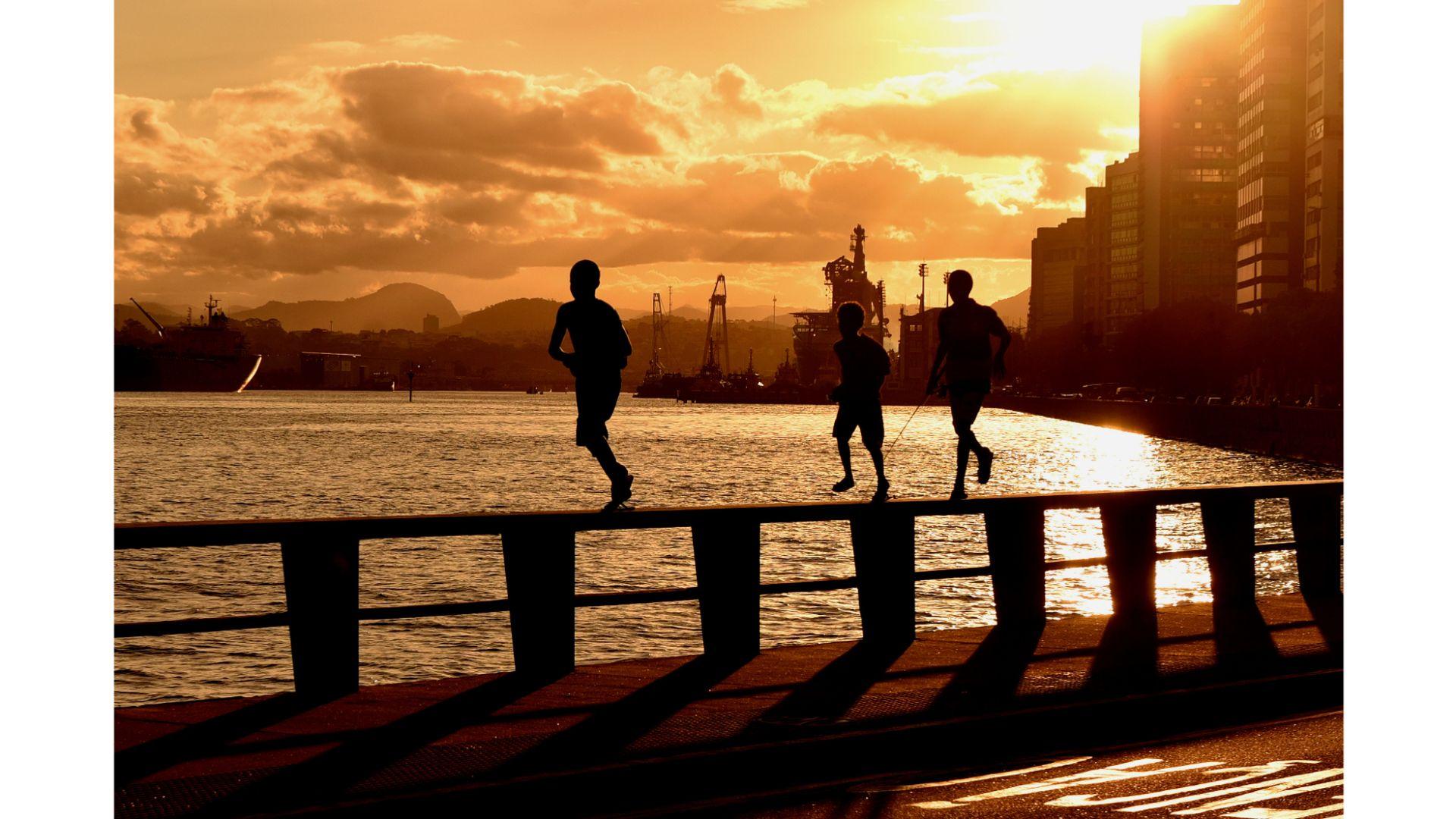 Entardecer na Avenida Beira-Mar, em Vitória