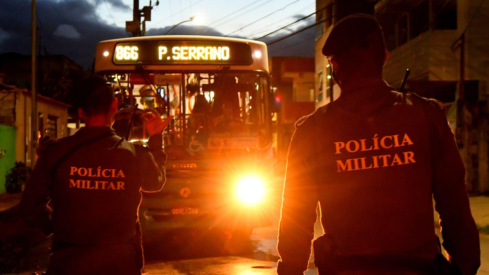 Polícia Militar reforça o patrulhamento no bairro Planalto Serrano após tiroteios entre traficantes e ameaças à jornalistas que faziam matéria sobre a onda de violência na região