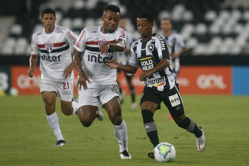 Crédito: Ênio em ação contra o São Paulo na 37ª rodada do Brasileirão(Vitor Silva/Botafogo