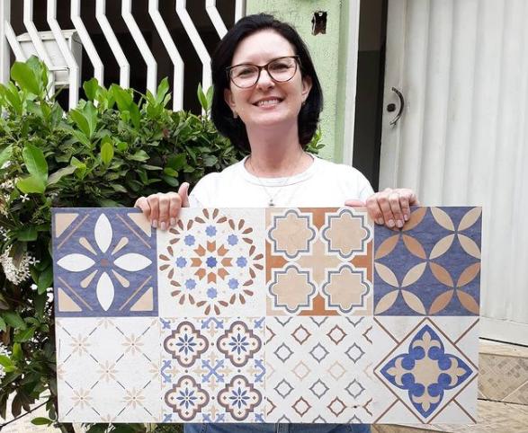 População fez doação de azulejos para a revitalização