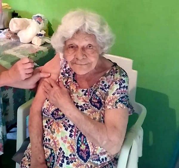 Palmerina da Conceição Souto, de 93 anos, foi vacinada em Colatina