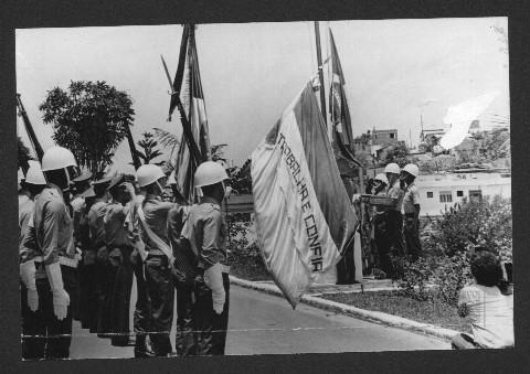 Militares com a bandeira do Espírito Santo entre 1979 e 1983