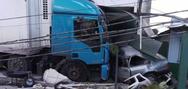 Carro ficou esmagado por caminhão desgovernado em São Mateus